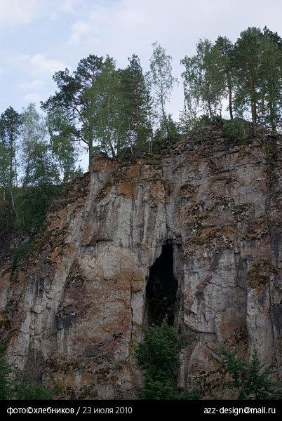 айская карстовая арка напротив старой пристани / река ай