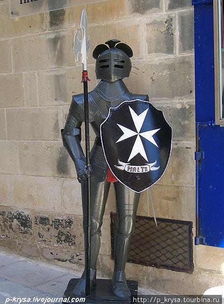 Вход в музей охраняют рыцари