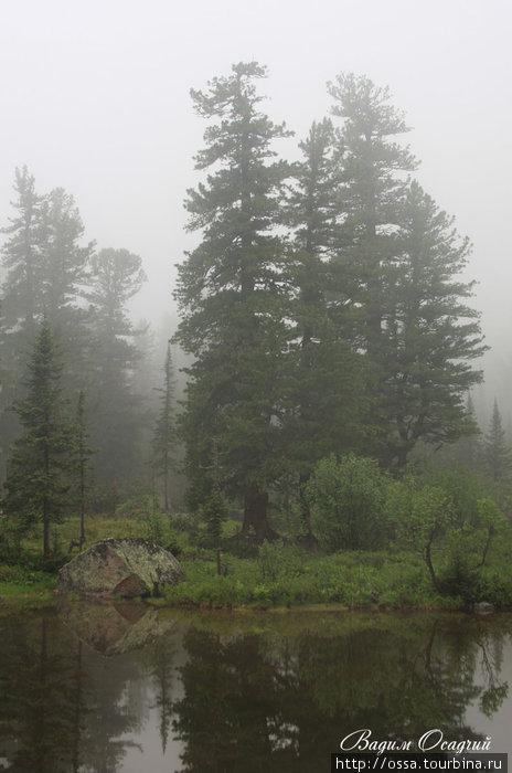Хребет Ергаки (Западный Саян). Озеро Изумрудное. Фото Вадима Осадчего.