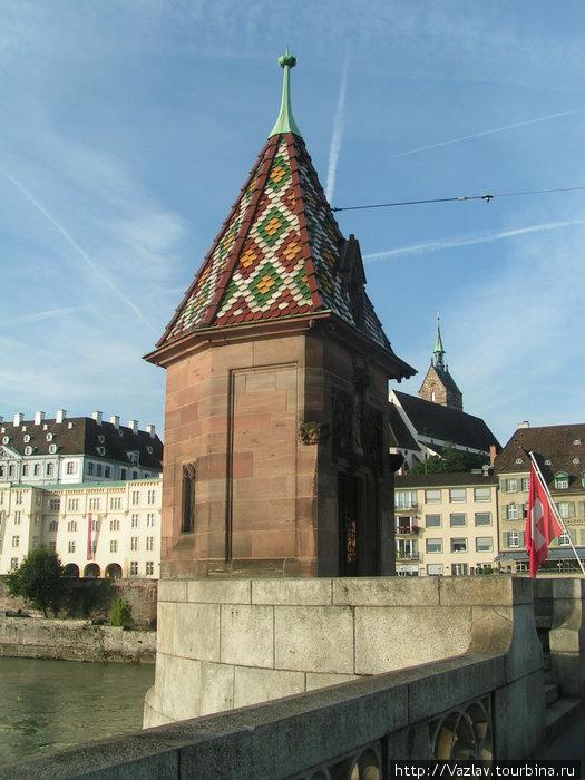 Декоративная башня, украшение моста