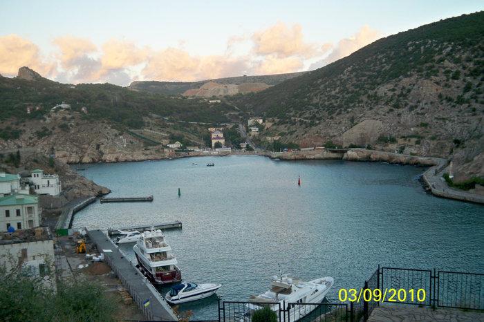 Балаклавская бухта со смотровой площадки рядом с первым уровнем крепости Чембало