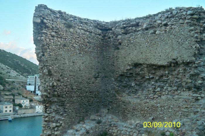 Развалины 1го уровня крепости Чембало