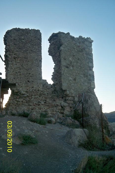 Развалины третьего уровня крепости Чембало