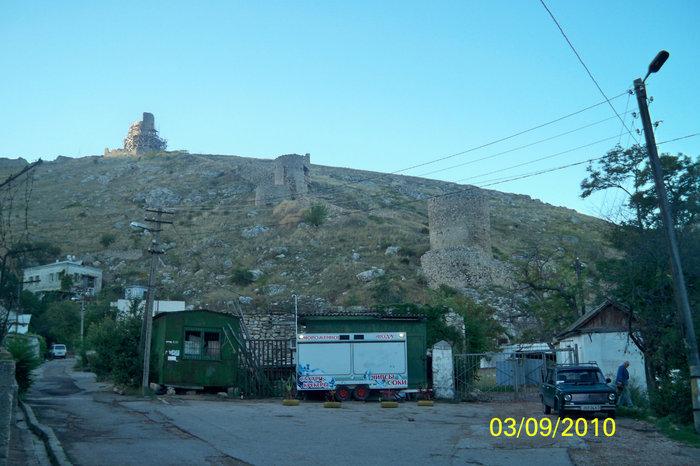 Балаклава, начало восхождения к развалинам генуэзской крепости