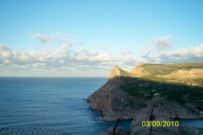 Вид на вход в Балаклавскую бухту с высоты 3-го уровня крепости Чембало