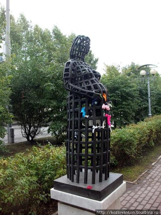 Памятник беременной.