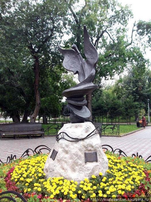 Памятник музе.