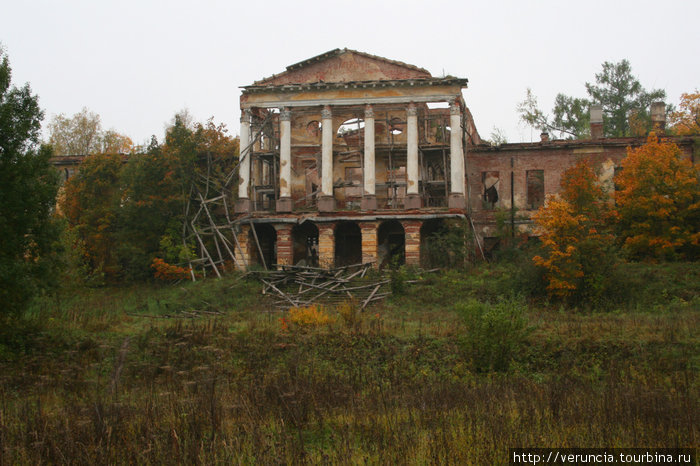Ропшинский дворец.
