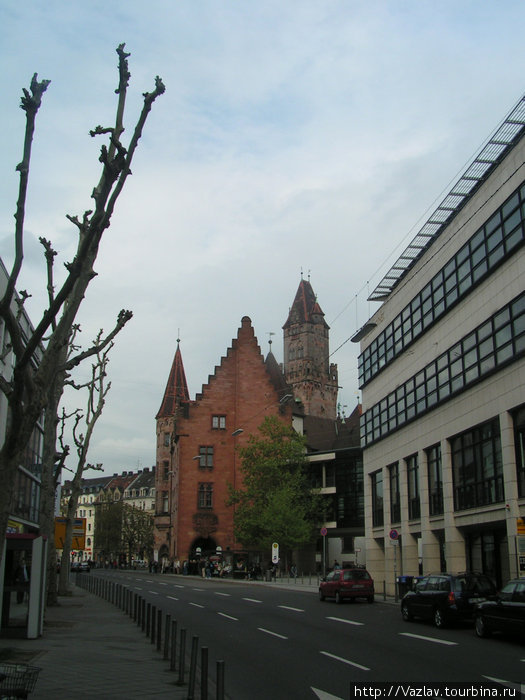 Здание ратуши в перспективе