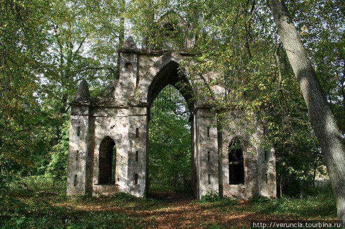 Готические ворота.
