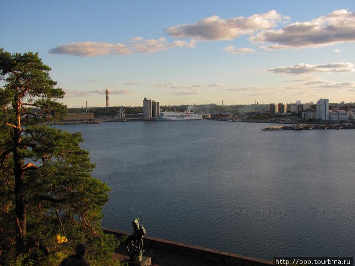 на другом берегу Большой Стокгольм