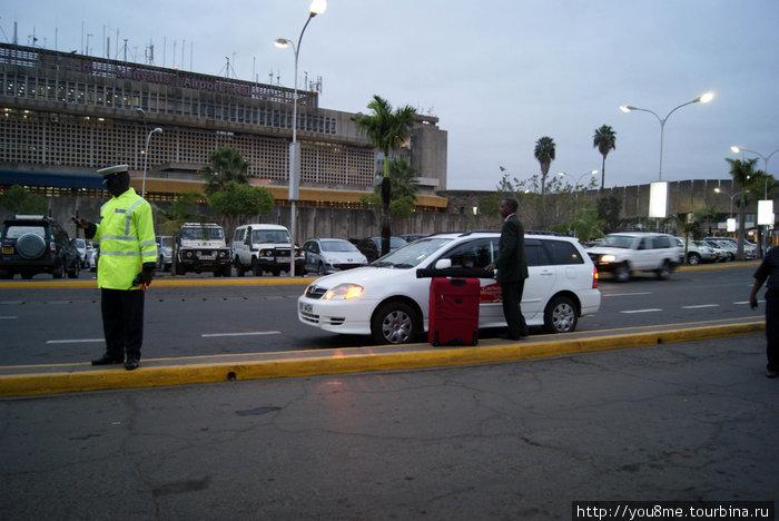 вот он, полицейский, нам помогавший ранним утром