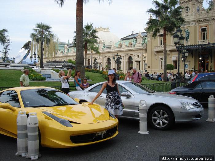 Импровизированная выставка спорткаров