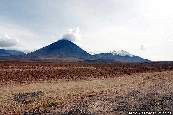 Подъезжая к вулкану Ликанкабур...