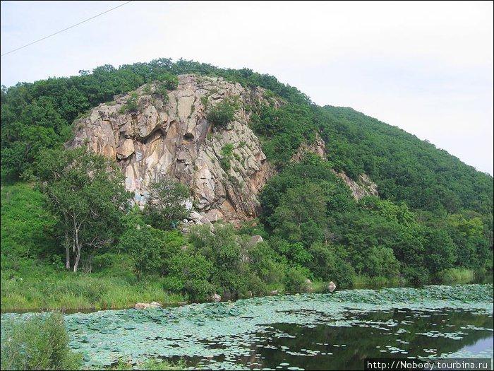 А по-моему — скалы гораздо красивее!