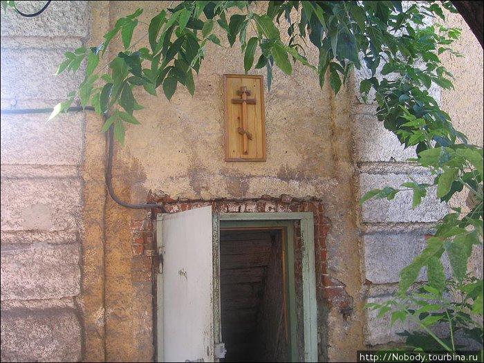Красноярск. Вход в монастырскую котельную.