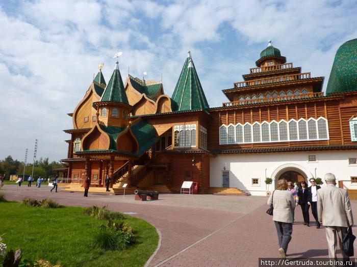Вот он, воссозданный деревянный дворец царя Алексея Михайловича!