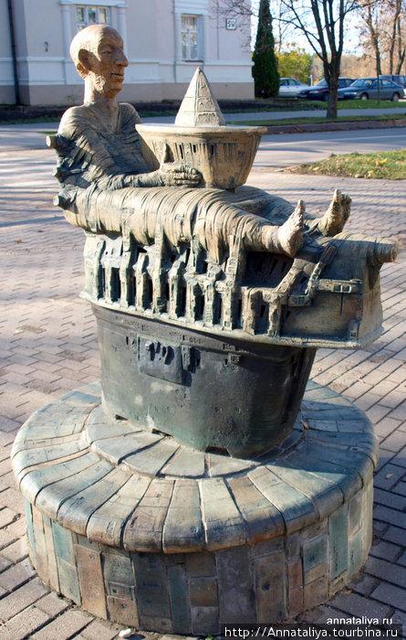 Памятник неизвестно кому на улице Вильняус