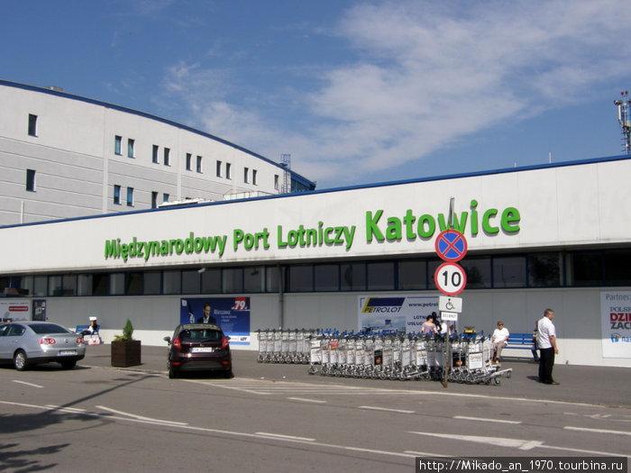 Аэропорт Катовице-Пржович, вид спереди
