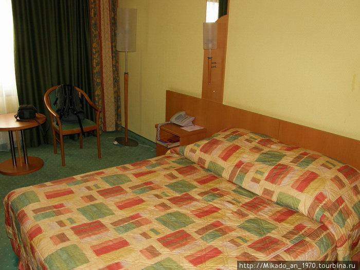 Кровать в нашем номере в Катовице