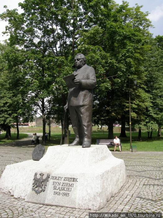 В сквере в Катовице — памятник
