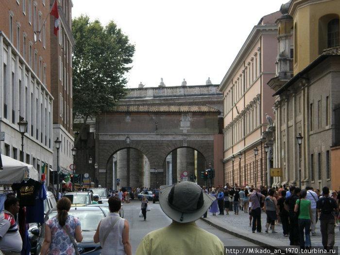 Одна из прилегающих к Ватикану улиц