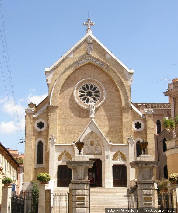 Одна из многочисленных римских церквей