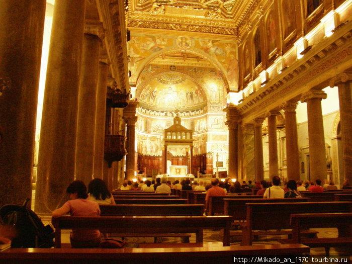 Санта Мария де Трастевере — вид внутри