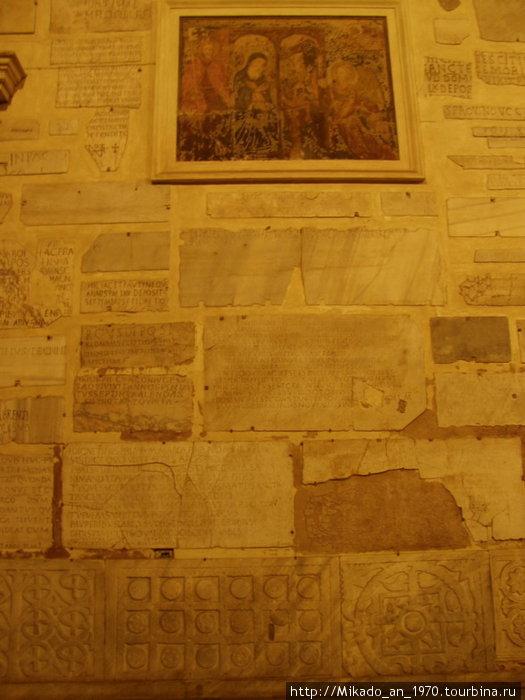 Старые плиты церкви Санта Мария де Трастевере