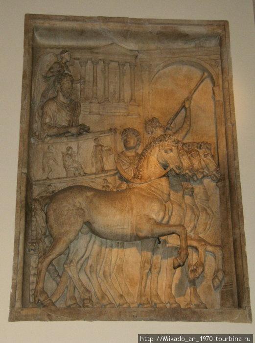Барельеф на входе в капитолийский музей