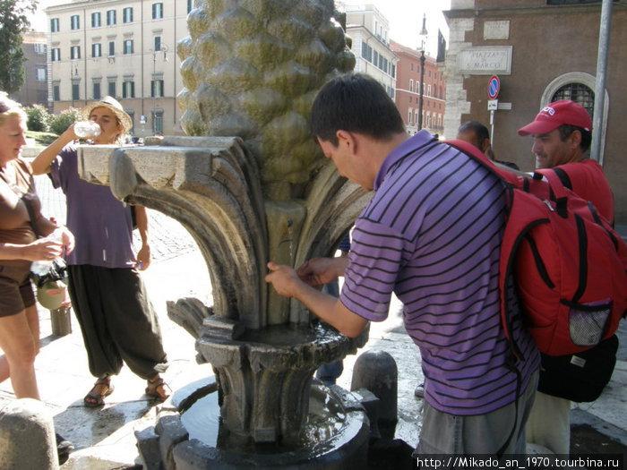 Фонтанчик в Риме — спасение в жару