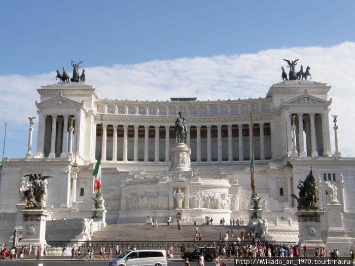 Пьяца Венеции — памятник Виторию Эмануэлю