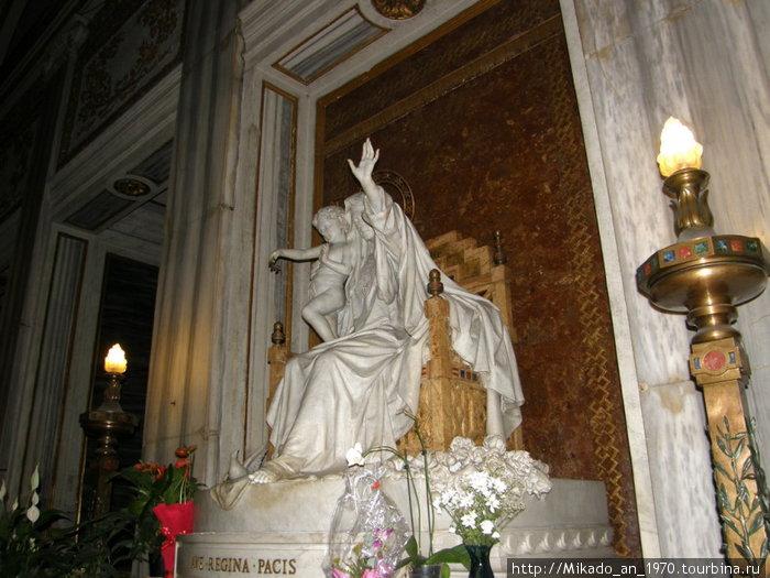Скульптура Санта Марии