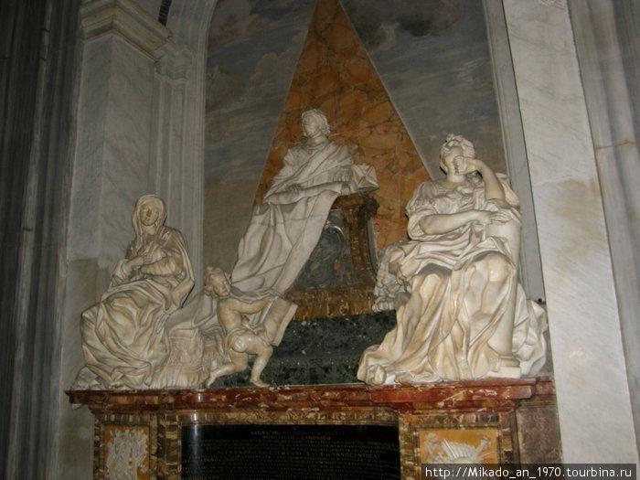 Скульптурная группа в церкви