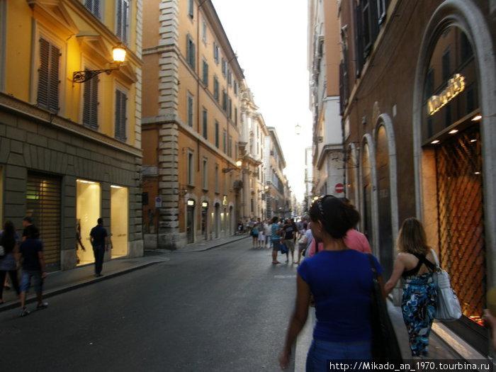 Одна из центральных улиц в Риме