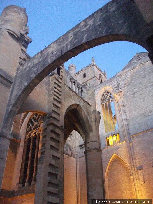 Арки собора.