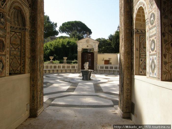 Один из двориков в саду Ватикана