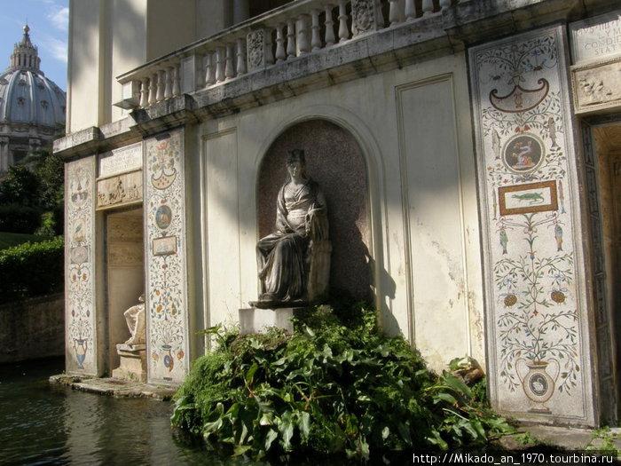 Тенистый пруд в Ватиканском саду