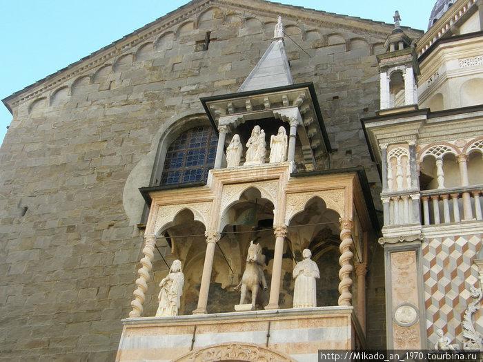 Фасад Дуомо в Бергамо