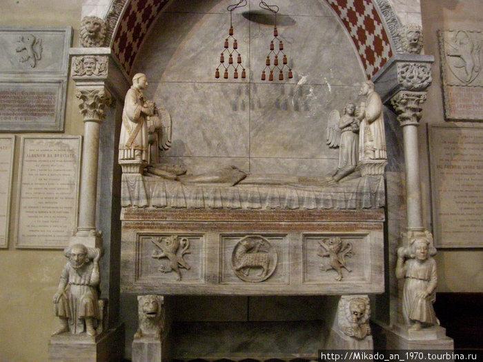 Гробница в Бергамском Дуомо