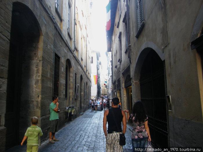 По улочке в Бергамо вверх