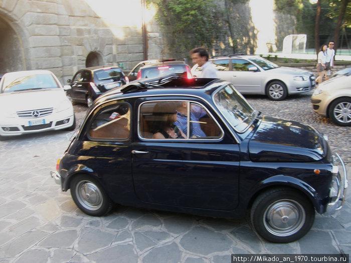 Минифиат, удобен на улочках Бергамо