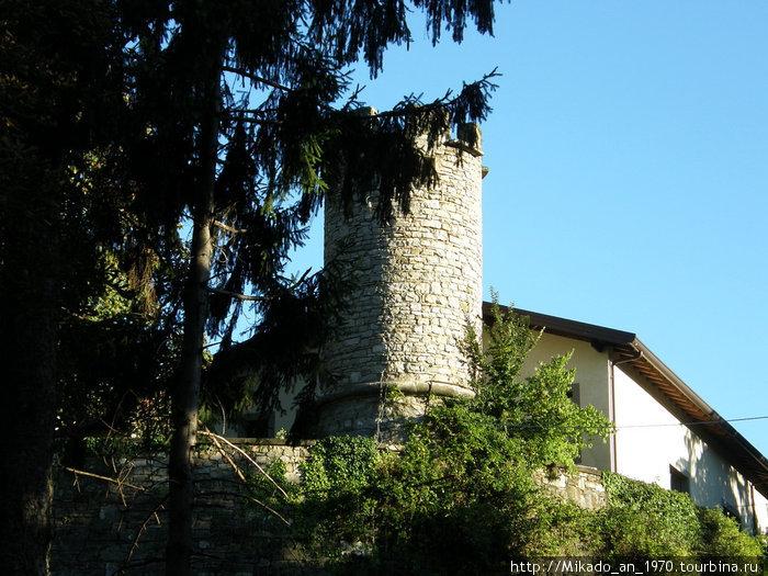 Башня возле дома
