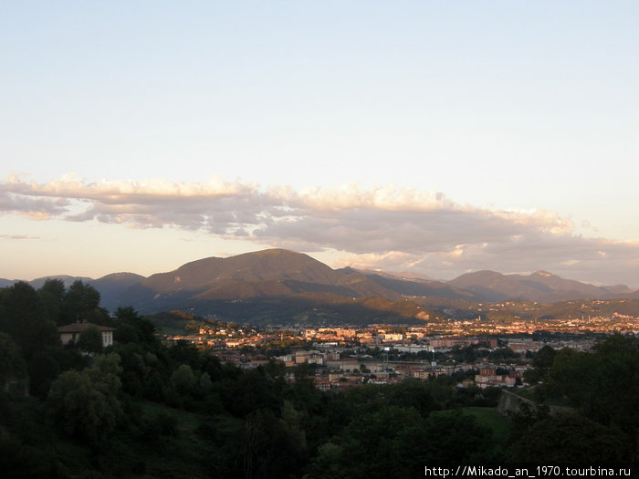 Бергамо на фоне Альп