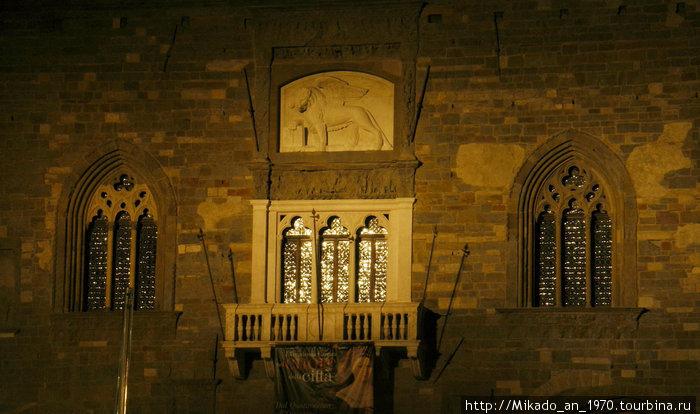 Ночной Бергамо — на пьяца Дуомо