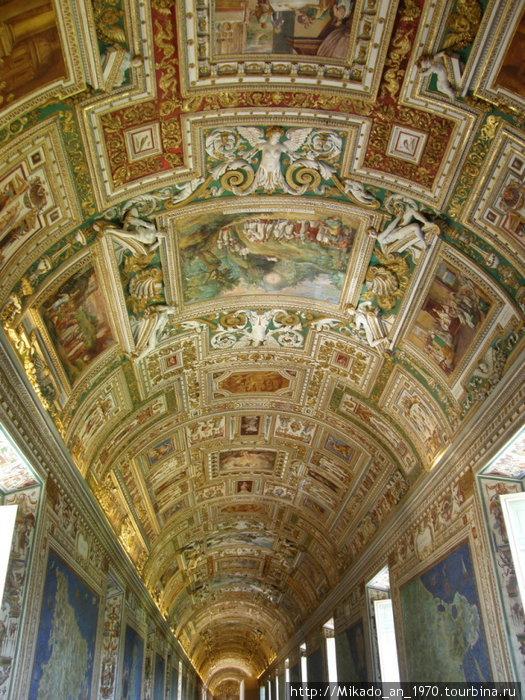 Потолок в картографическом зале
