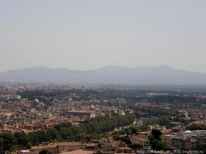Рим и горы вдали на горизонте