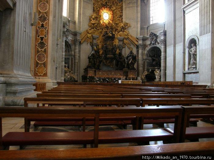 Ряд скамеек в Соборе