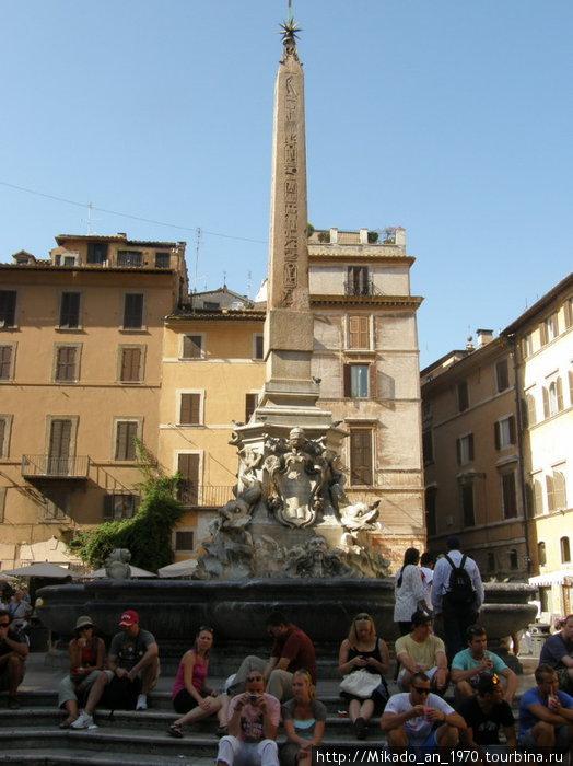 Один из обелисков возле Пантеона