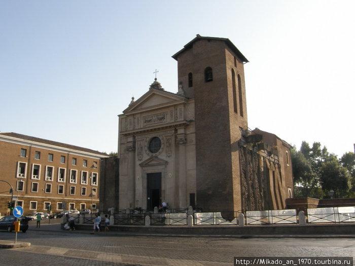 Одна из многочисленных церквей